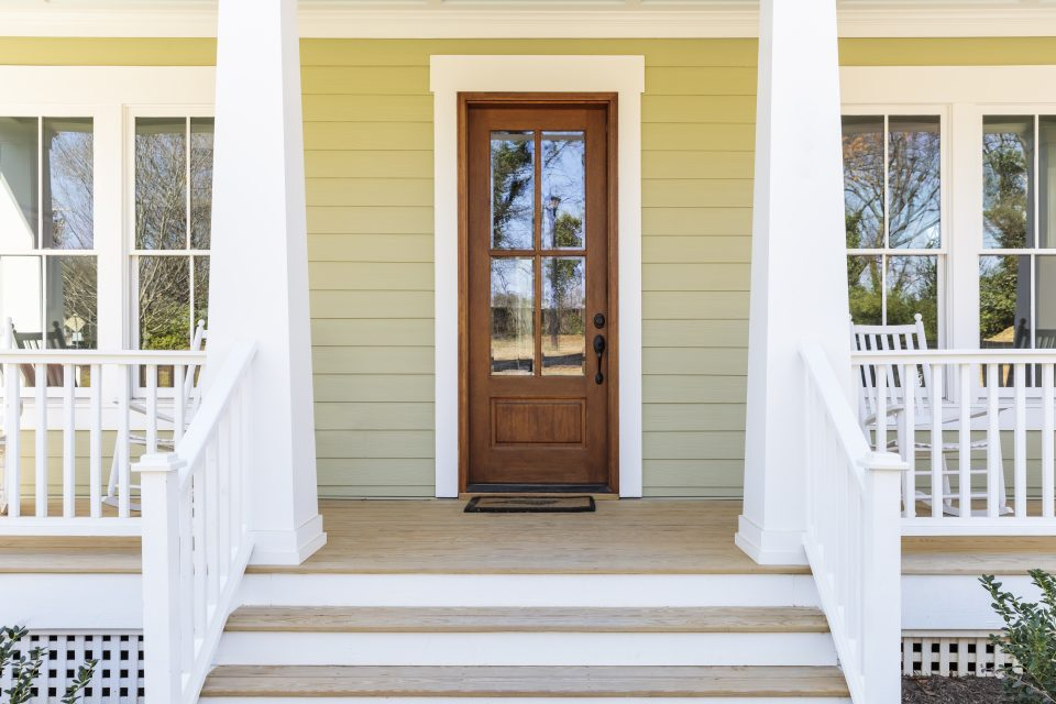CAULKING SOUTH SHORE OF MONTREAL – DOORS AND WINDOWS