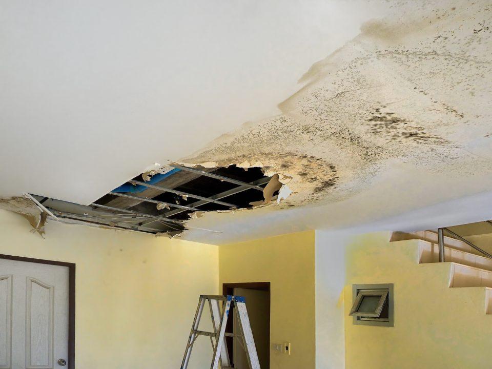 water-damage-house calfeutrage Apex