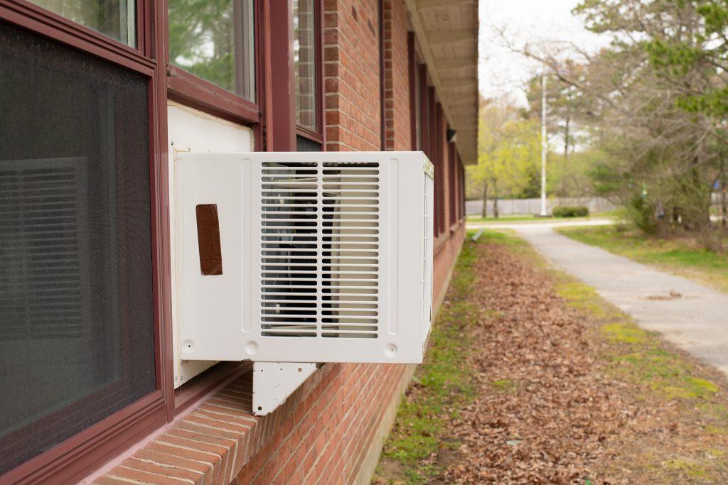 3 tips for caulking a window air conditioner. | Calfeutrage Apex