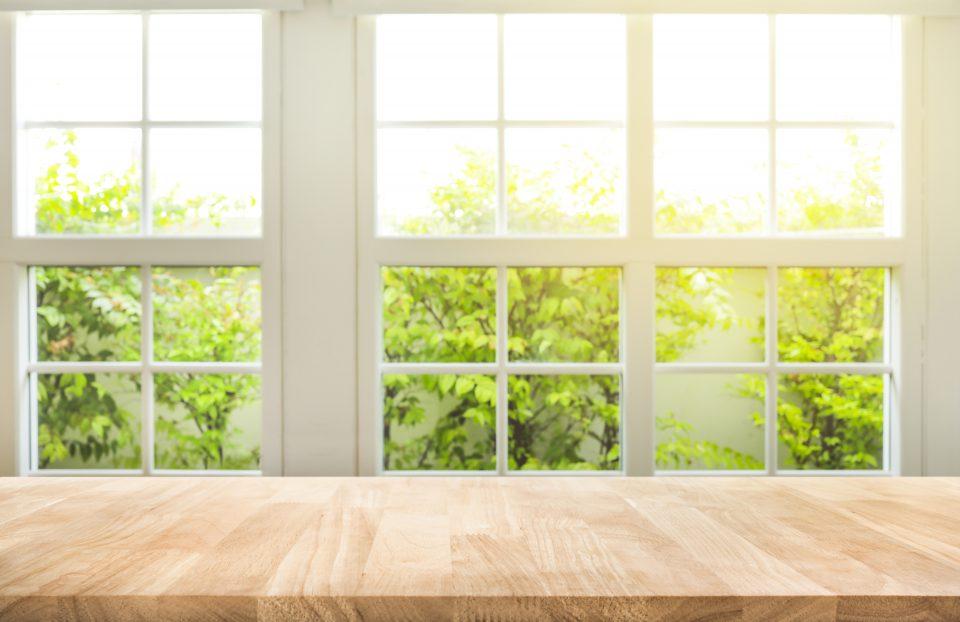 Calfeutrage de fenêtre pour l'hiver.